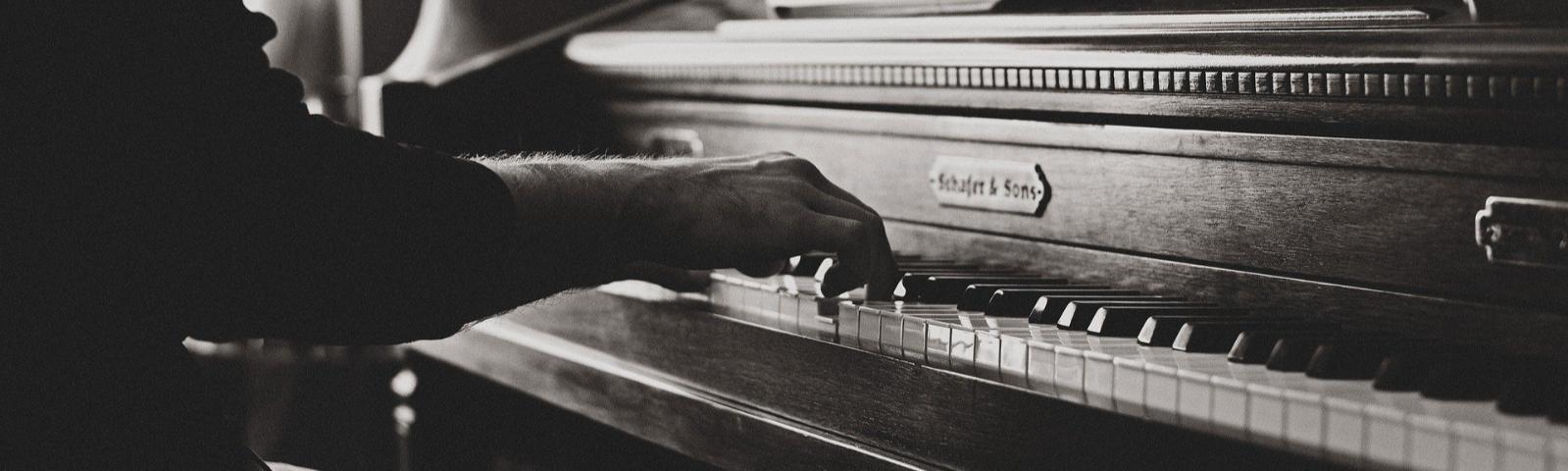 Pianos und Flügel